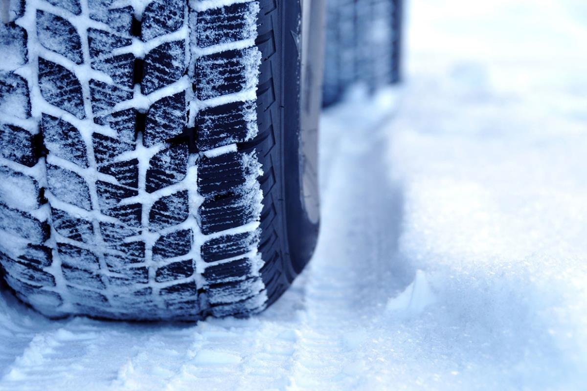 lái xe ô tô mùa đông