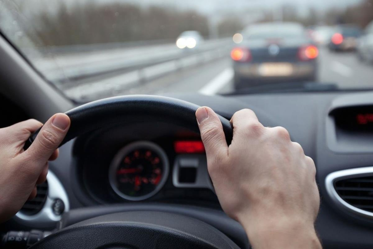 lái xe với tốc độ cao