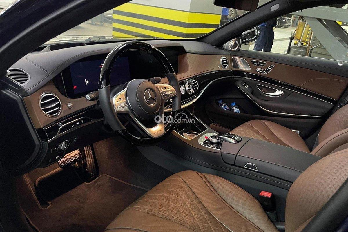 Mercedes-Benz S450 Maybach thiết kế vô-lăng 3 chấu thay cho 2 chấu trên thế hệ cũ