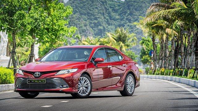 Toyota Camry sở hữu ngoại hình sang trọng, lịch lãm, đúng chất doanh nhân thành đạt.