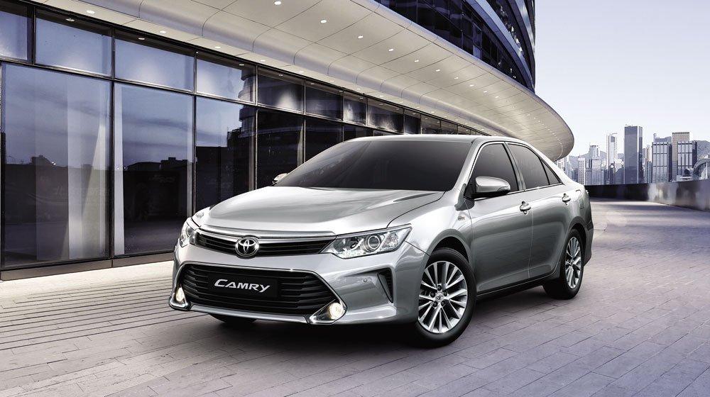 Ngoại hình Toyota Camry cũ đời 2015.