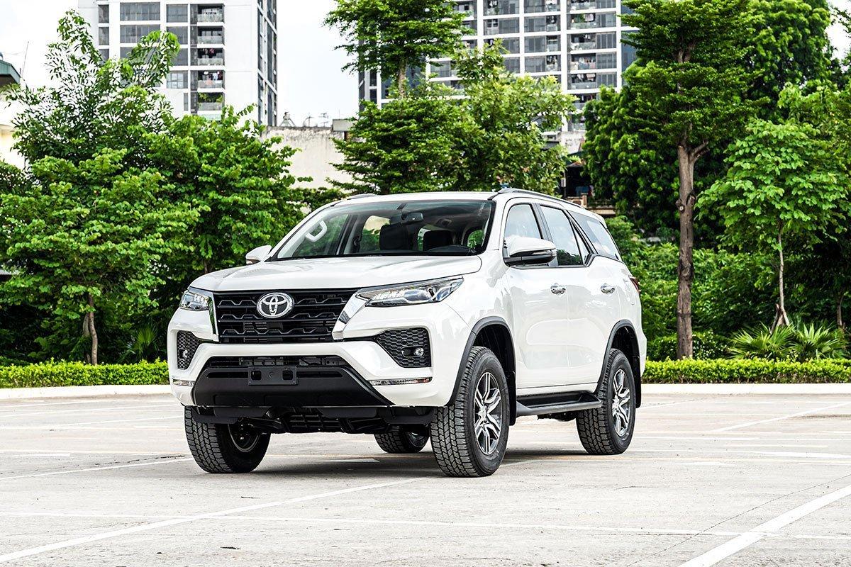 Toyota Fortuner mới.