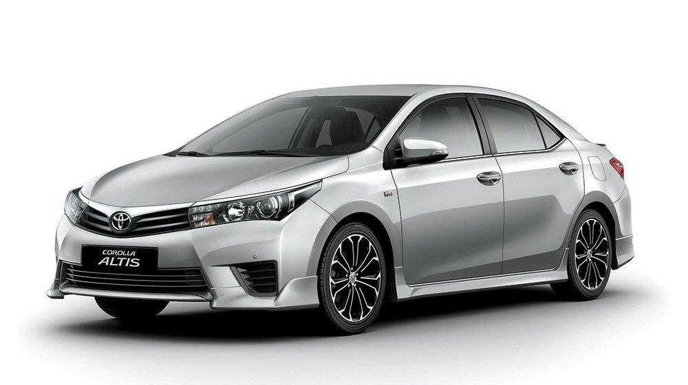 Ngoại hình Toyota Corolla Altis cũ đời 2014.