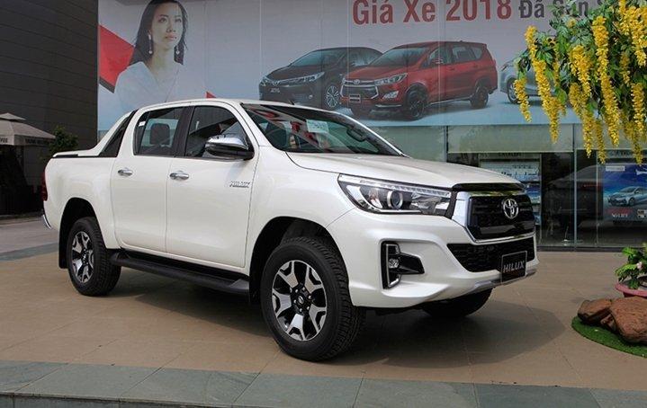 Ngoại hình Toyota Hilux cũ đời 2019.