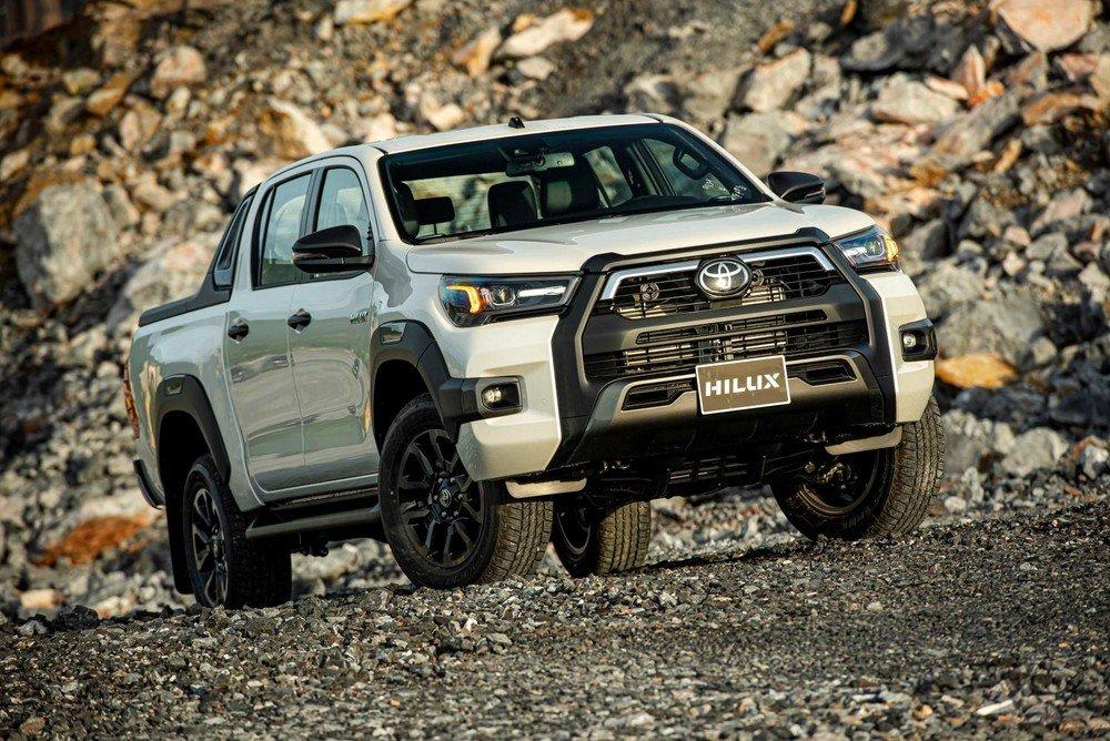 Toyota Hilux mới sở hữu ngoại hình mạnh mẽ, hầm hố và cơ bắp.