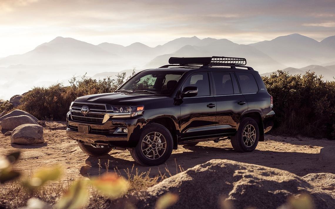 Ngoại hình Toyota Land Cruiser cũ đời 2020.