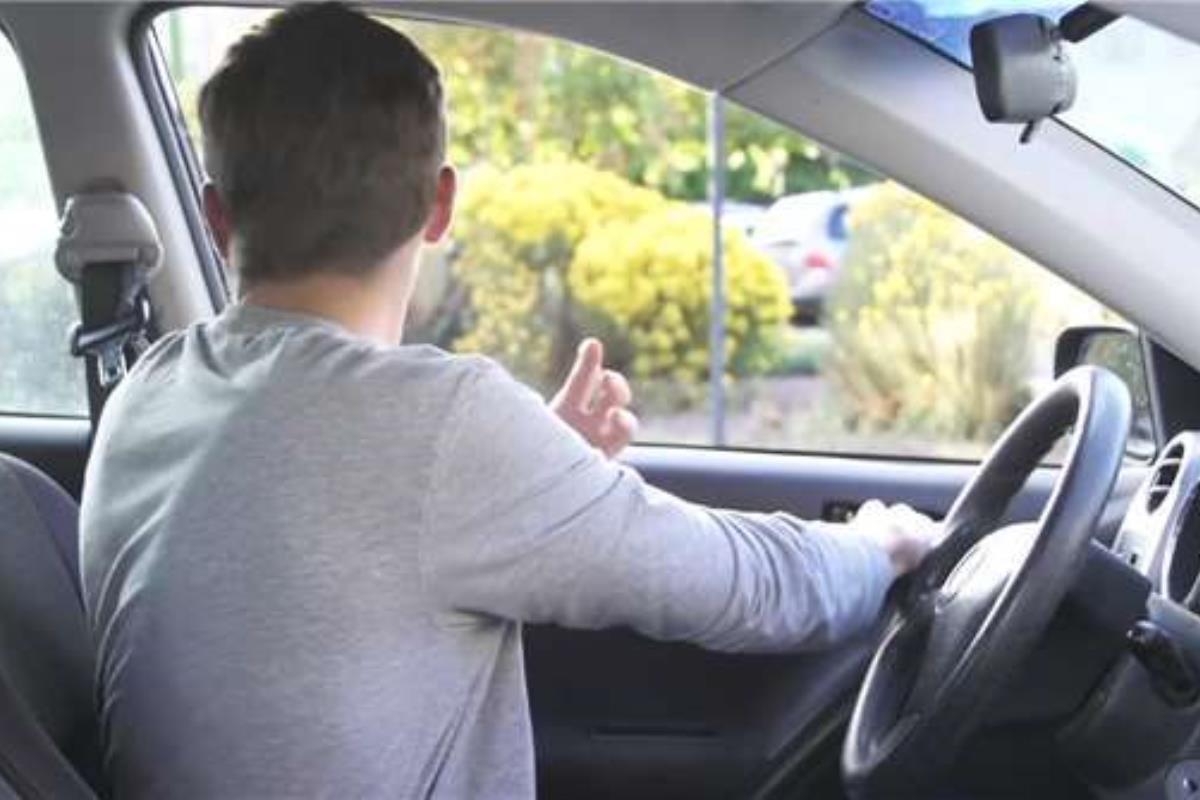 mở cửa xe ô tô