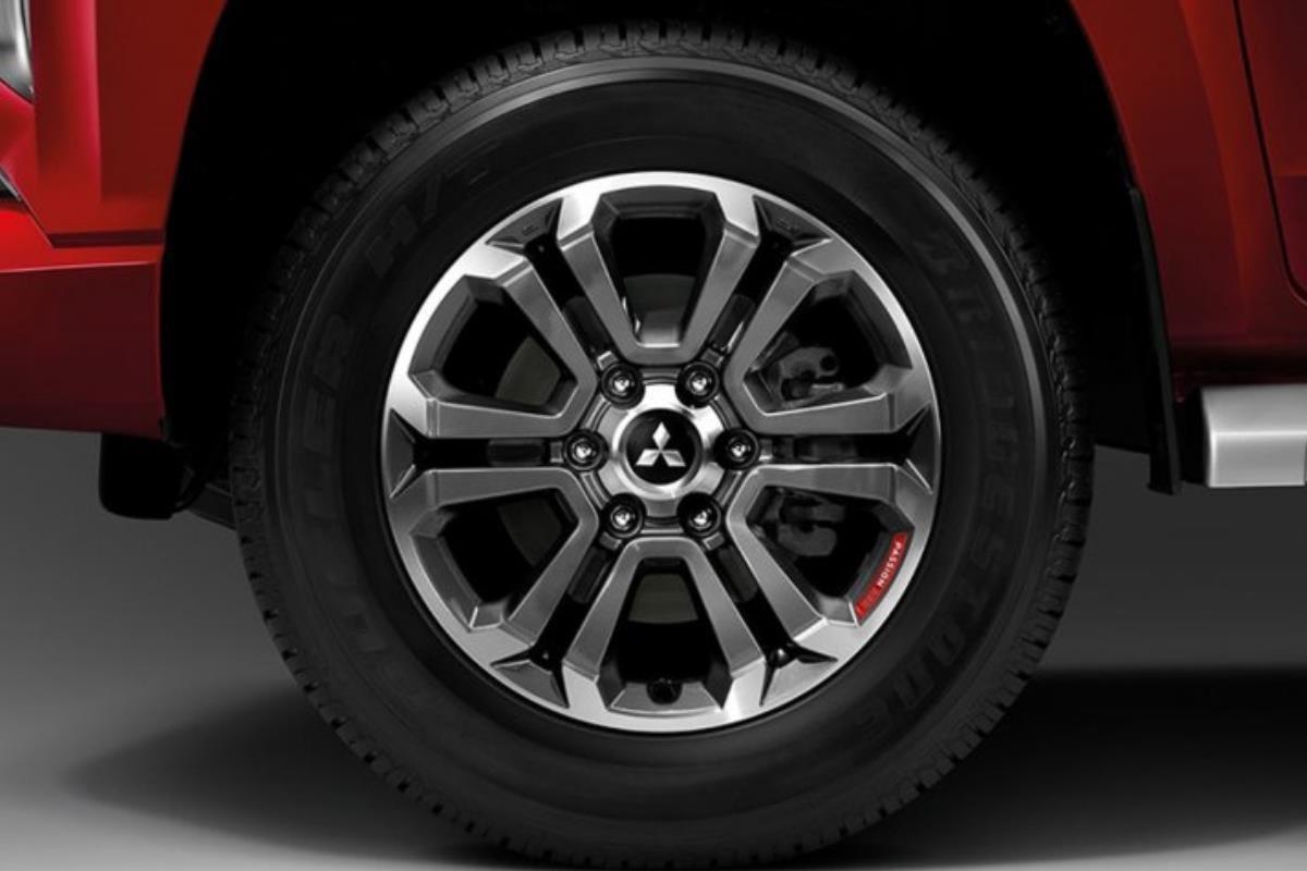 Mitsubishi Triton Passion Red Edition la-zăng 1
