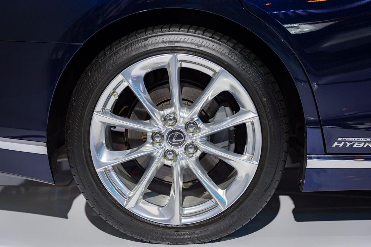 lốp xe ô tô mòn không đều