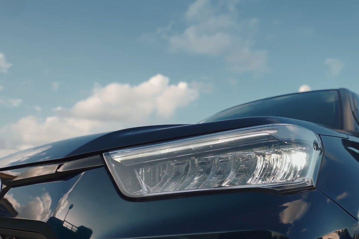 đèn pha xe Toyota Raize 2021.