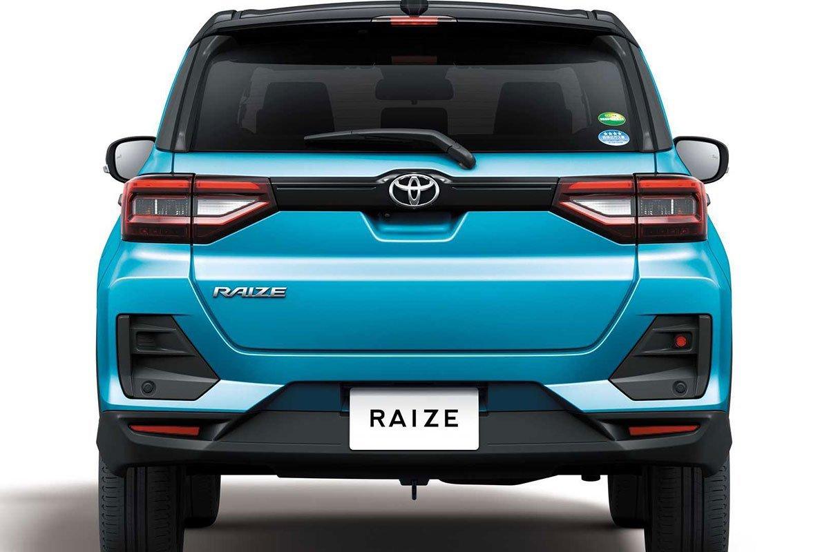 đuôi xe Toyota Raize 2021.