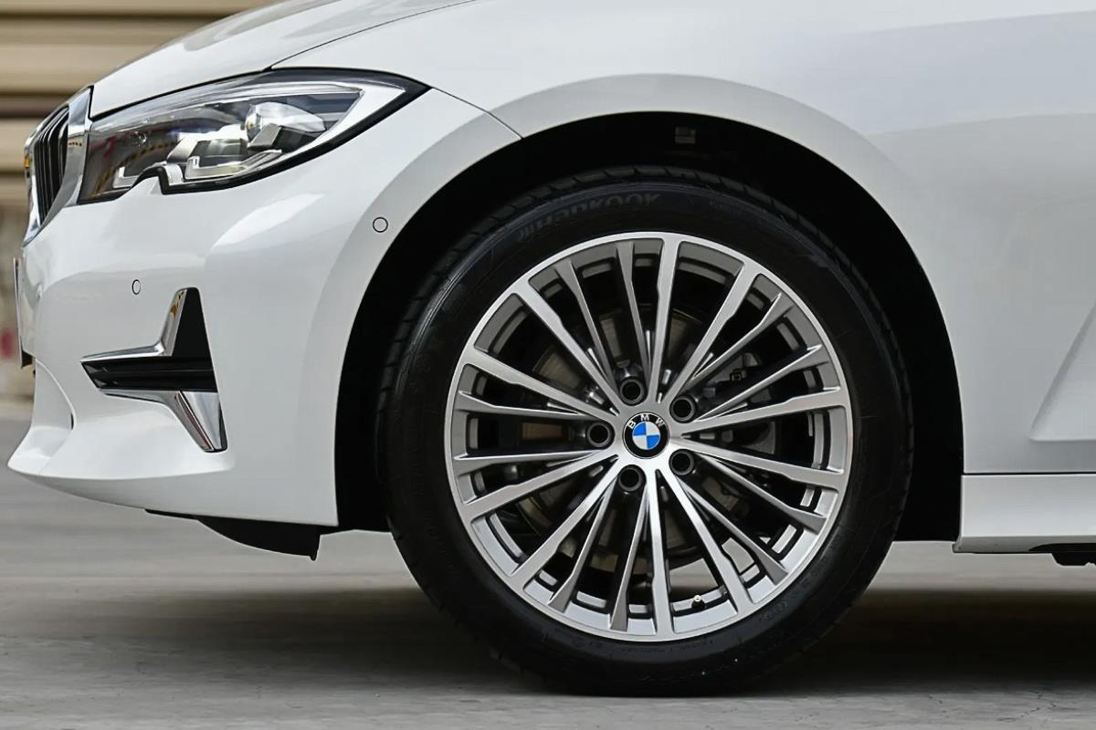 BMW 320Li Luxury la-zăng 1