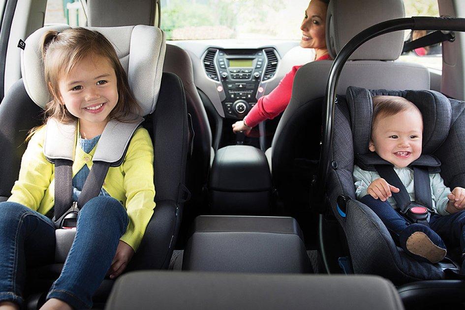 Trẻ em nên được ngồi ở hàng ghế sau và quay mặt về phía sau sẽ an toàn hơn.