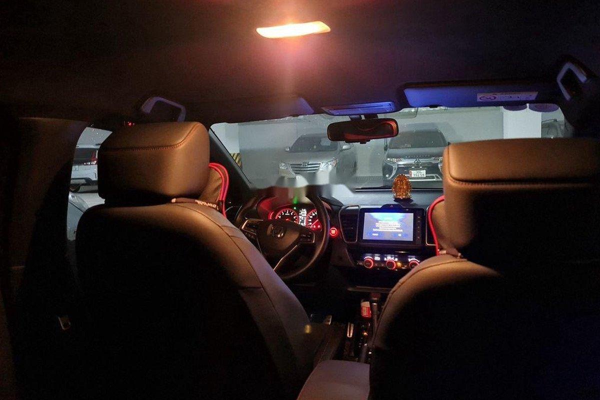Các chi tiết nội thất trên xe Honda City RS siêu lướt vẫn rất mới.
