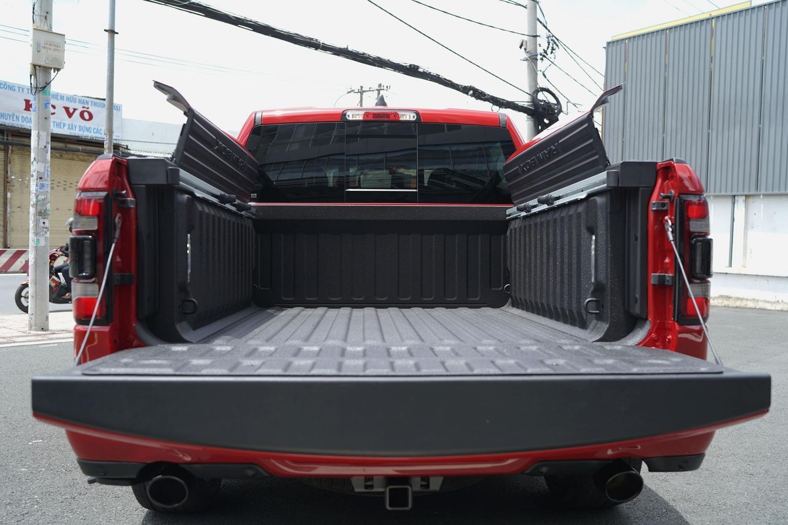 thùng xe RAM 1500.