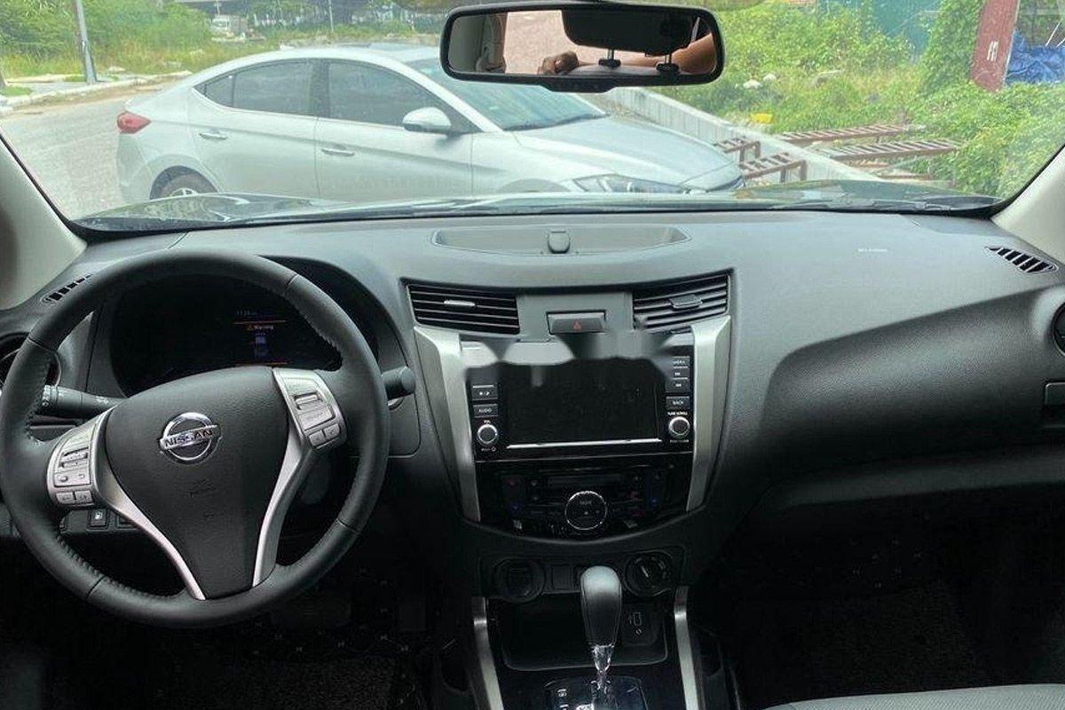 Nissan Navara là mẫu xe bán tải nhập Thái Lan.