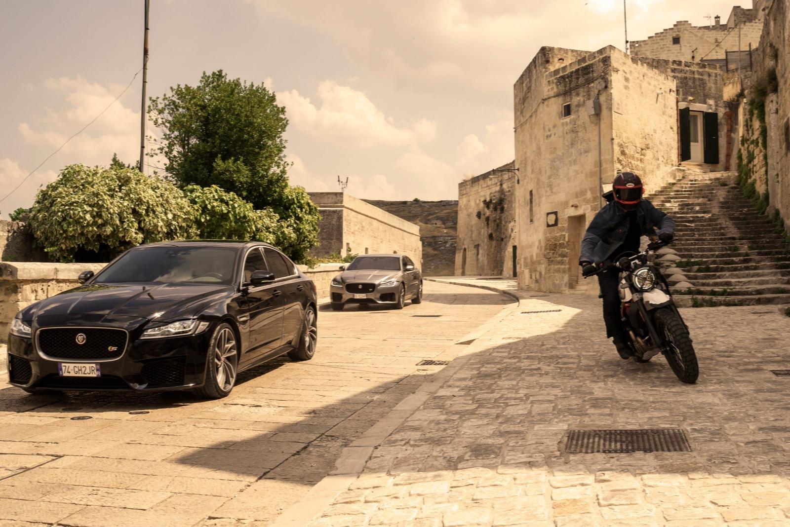 Những phân cảnh Jaguar XF.