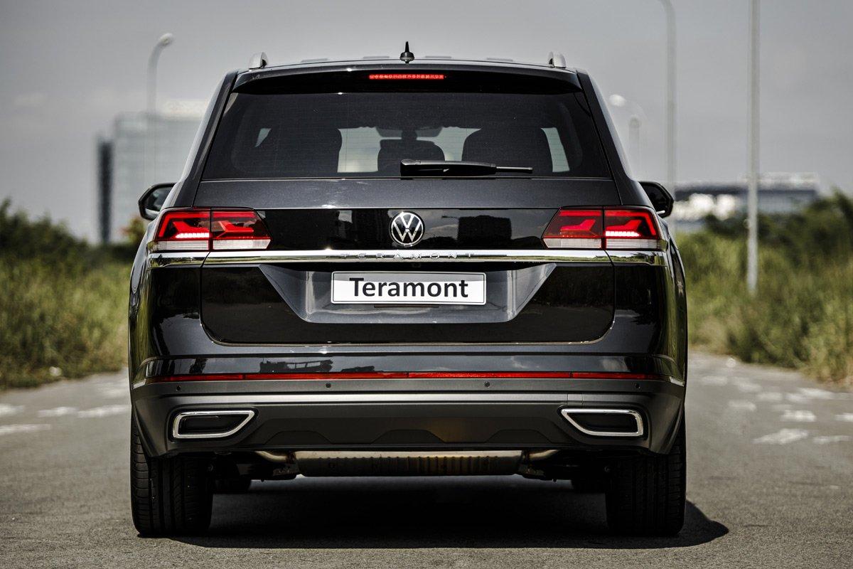 Đuôi xe rất ấn tượng của Volkswagen Teramont.