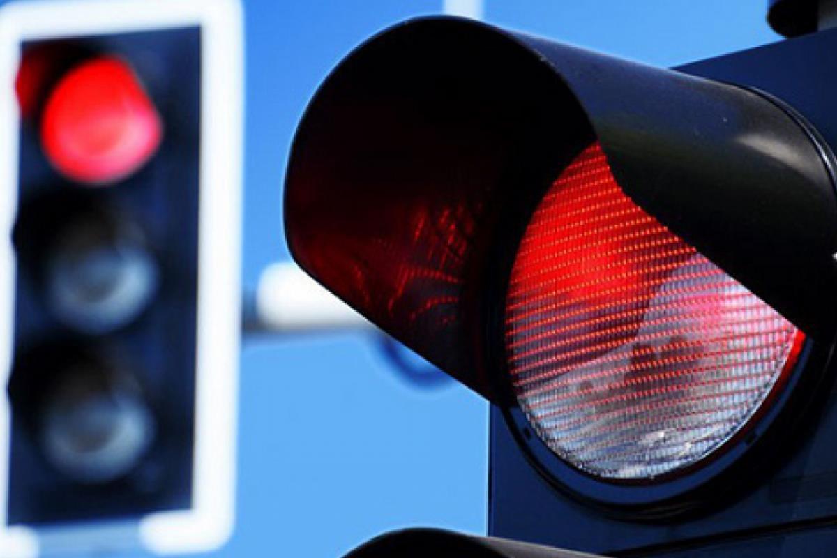 tuân thủ đèn giao thông