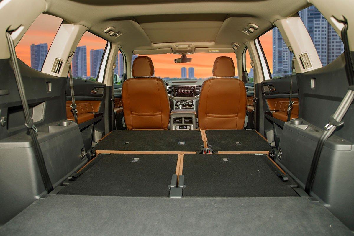 khoang hành lý xe Volkswagen Teramont .