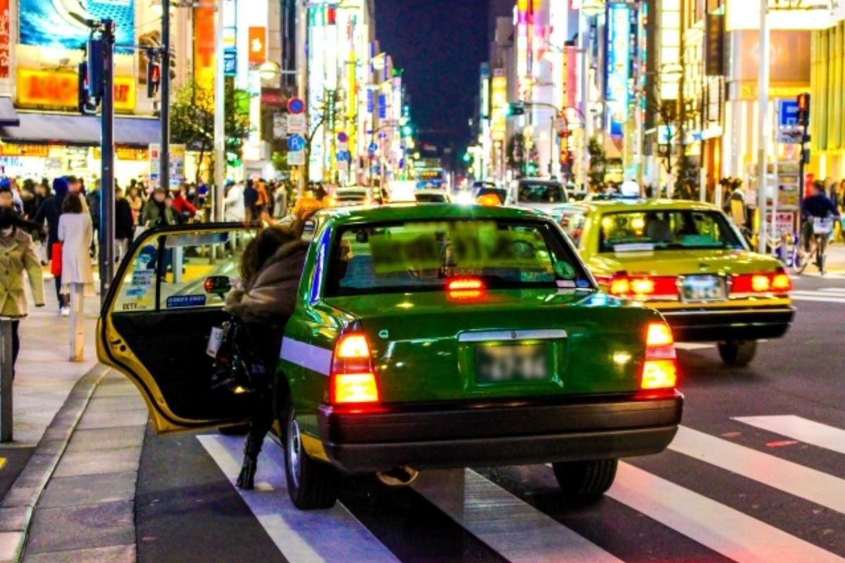 taxi Nhật Bản cửa tự động