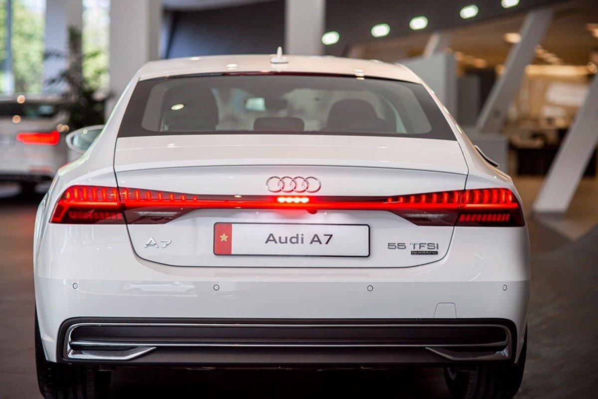 đuôi xe Audi A7.