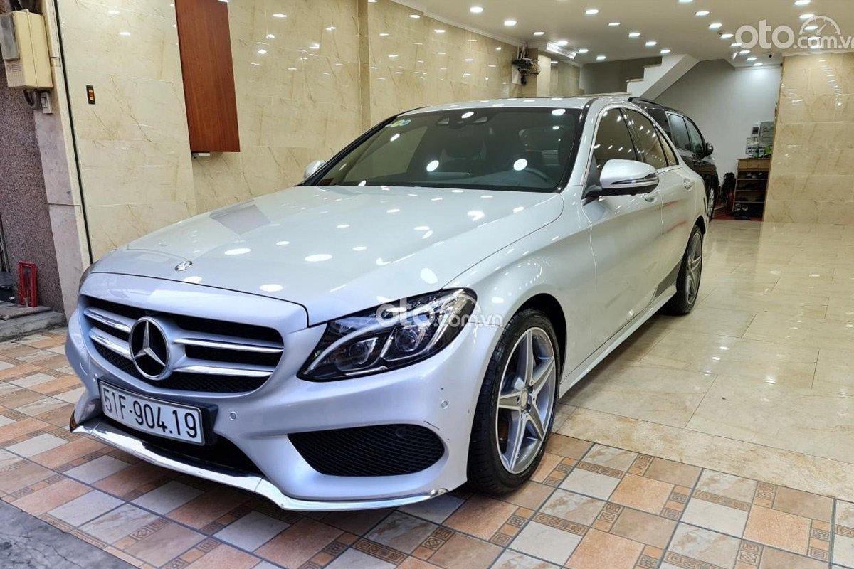 Hiện tại, chủ xe mong muốn bán Mercedes Benz C300 AMG 2017 với giá 1,360 tỷ đồng.