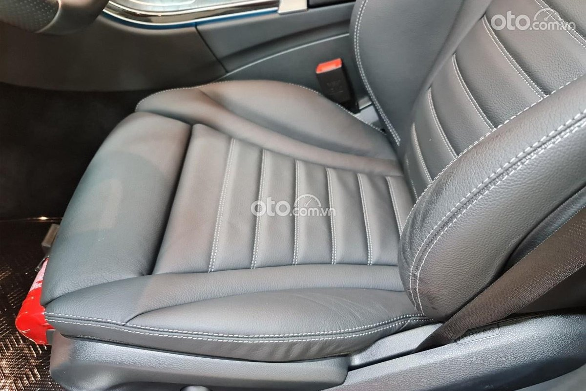 Mercedes-Benz C300 2017 rao bán.
