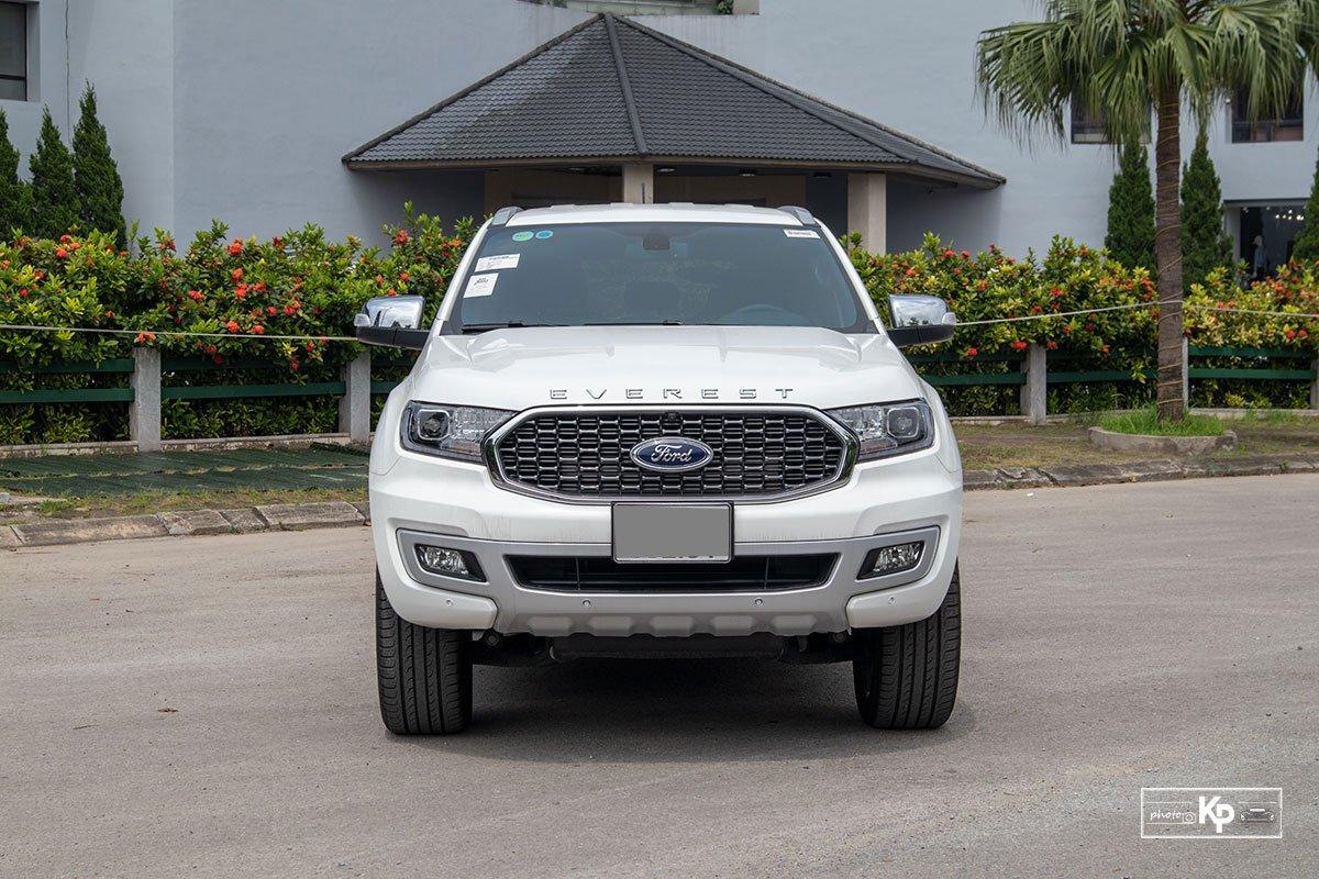 Ảnh chính diện đầu xe Ford Everest 2021
