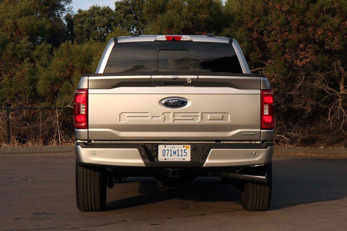 đuôi xe Ford F-150 2021.