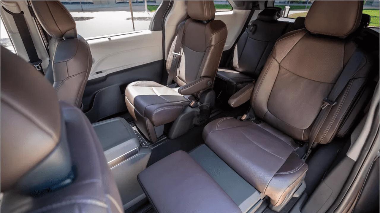 ghế xe Toyota Sienna.