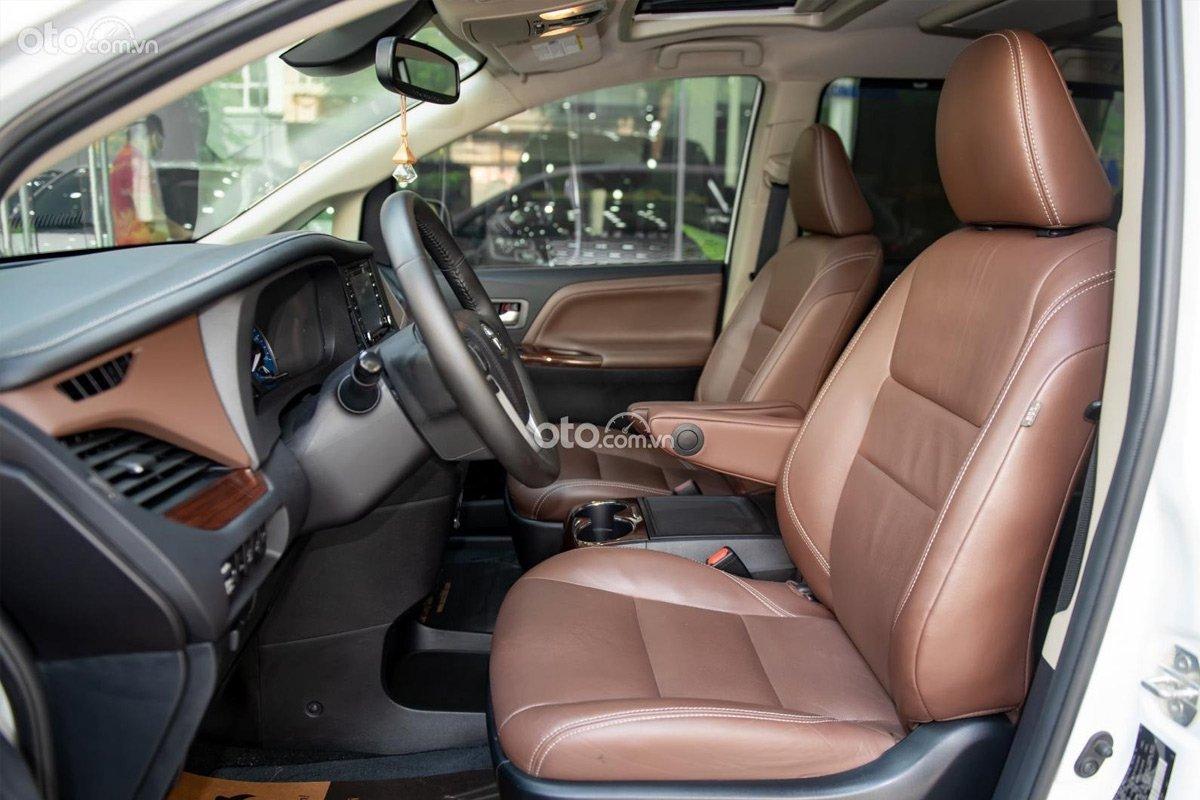 Khoang nội thất bên trong Toyota Sienna Limited 2018 còn rất mới.