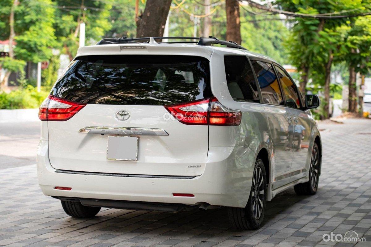 Tính khác biệt đã tạo nên sức hút cho Toyota Sienna Limited 2018 cũ.