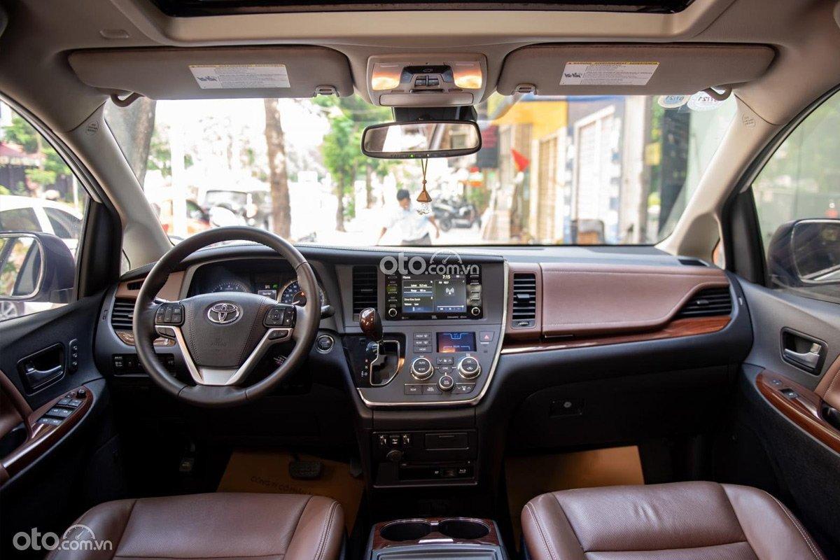 Khoang nội thất bên trong Toyota Sienna Limited là sự nâng cấp, sắp xếp cực kỳ gọn mắt.