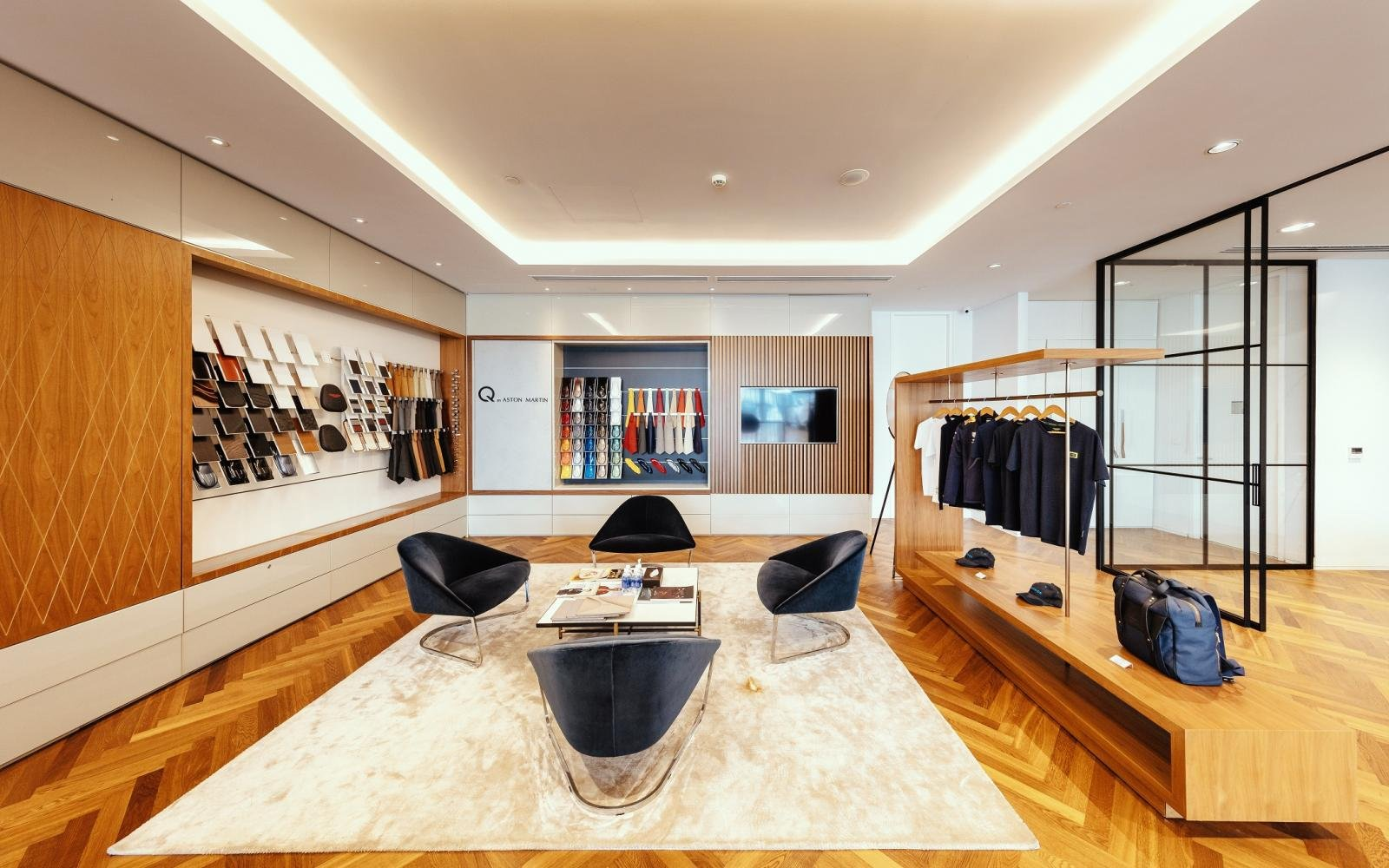 Phòng trưng bày là nơi thể hiện rõ nhất bản sắc riêng của Aston Martin.  a2