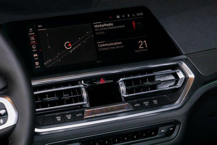màn hình cảm ứng trung tâm xe BMW 430i Convertible 2021.