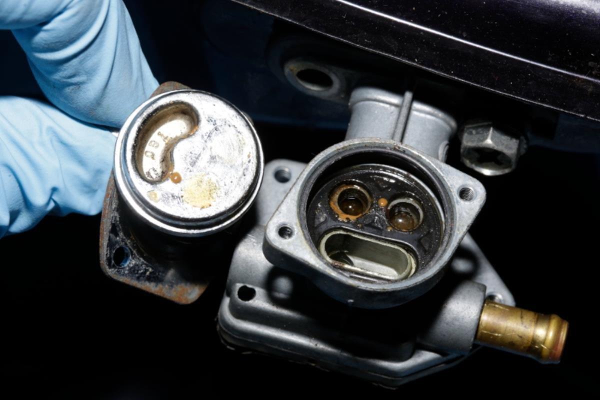 bình chứa nhiên liệu bị rỉ sét
