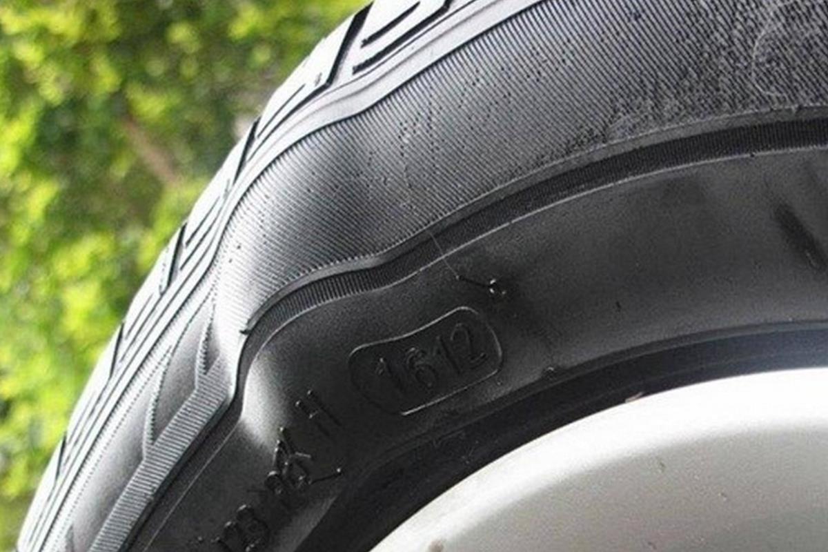 lốp xe ô tô bị biến dạng