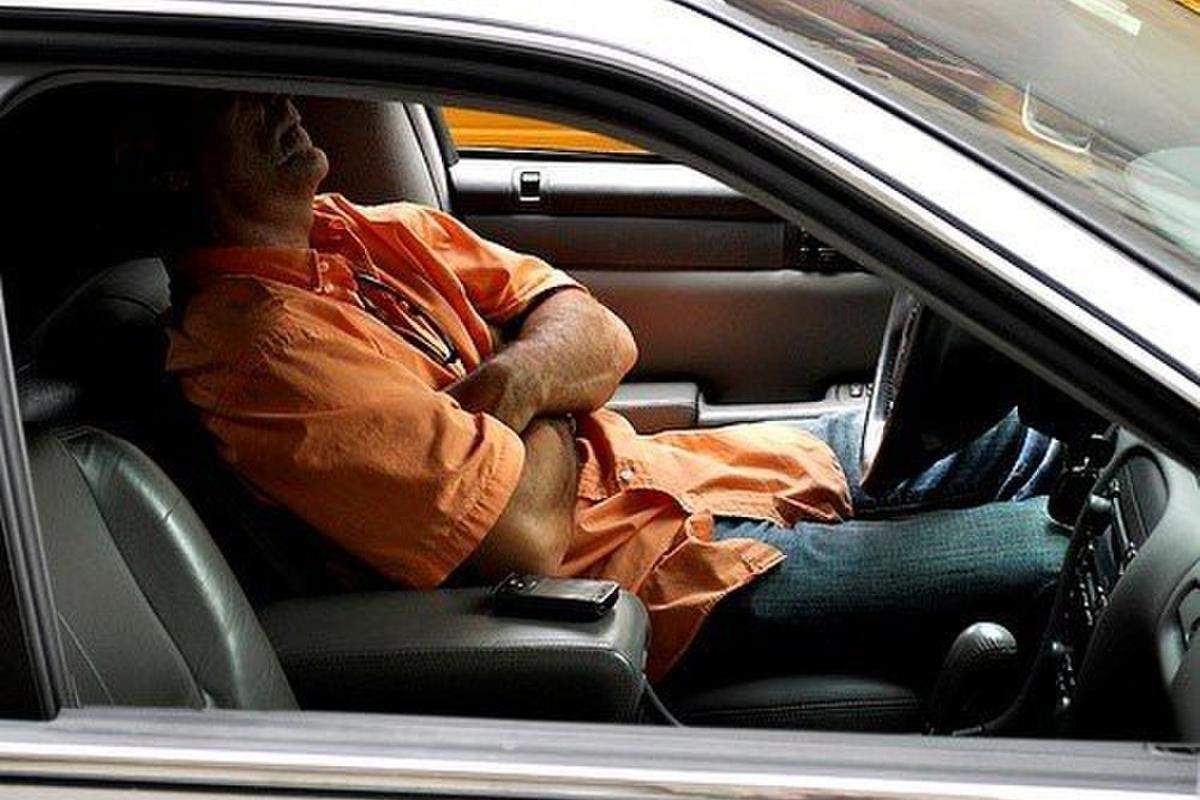 ngủ trong xe ô tô