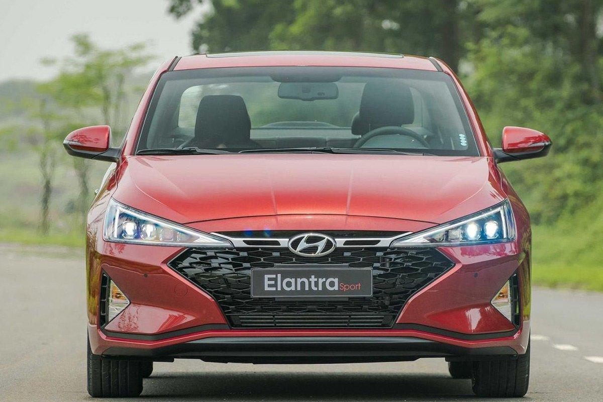 Có nên mua Hyundai Elantra đã qua sử dụng.