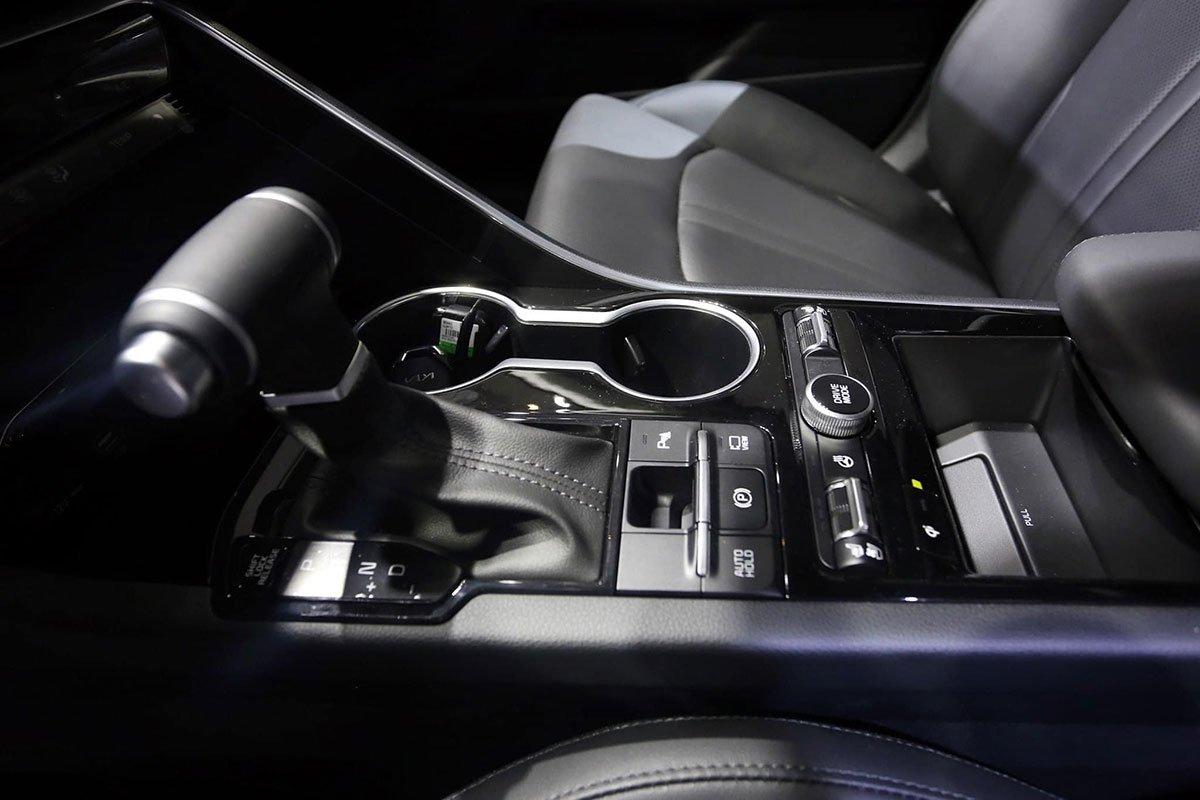 """Ảnh thực tế KIA K5 2022 mới ra mắt, liệu có """"lật ngược thế cờ"""" trước Toyota Camry? a7"""