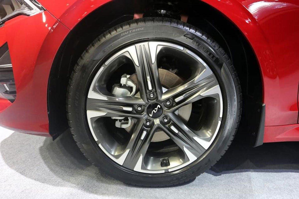 """Ảnh thực tế KIA K5 2022 mới ra mắt, liệu có """"lật ngược thế cờ"""" trước Toyota Camry? a4"""