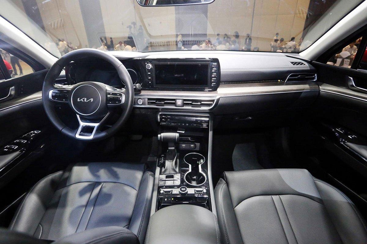 """Ảnh thực tế KIA K5 2022 mới ra mắt, liệu có """"lật ngược thế cờ"""" trước Toyota Camry? a5"""