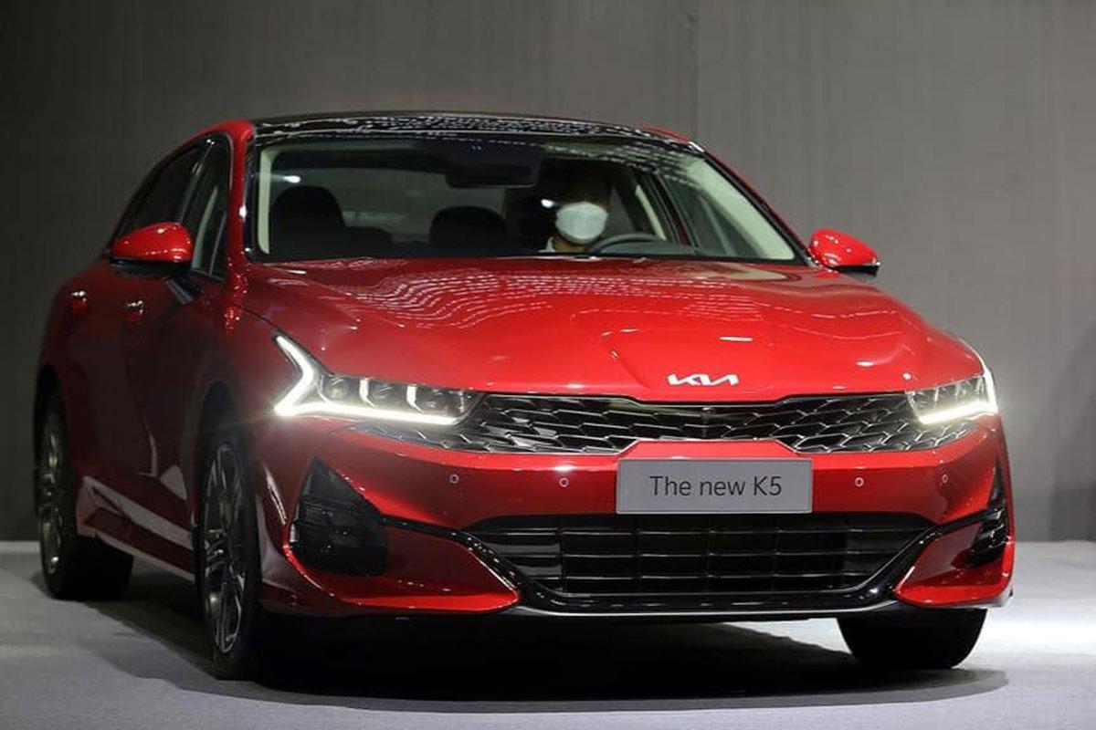 """Ảnh thực tế KIA K5 2022 mới ra mắt, liệu có """"lật ngược thế cờ"""" trước Toyota Camry? a2"""