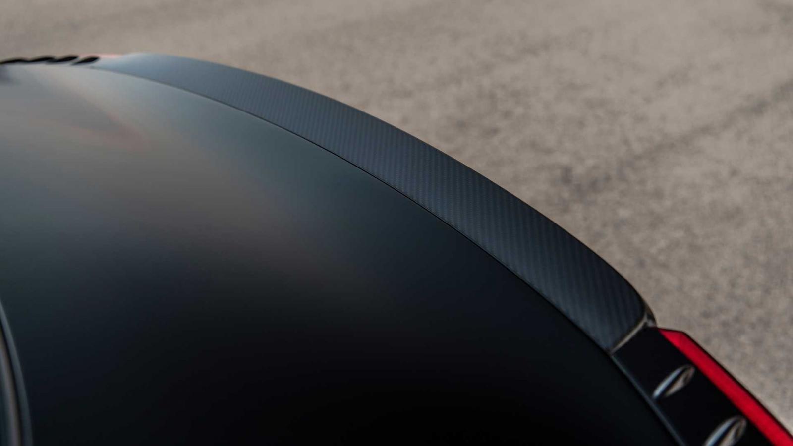 Cánh gió đuôi bằng carbon trên Hyundai Sonata N-Line Night Edition 2022.