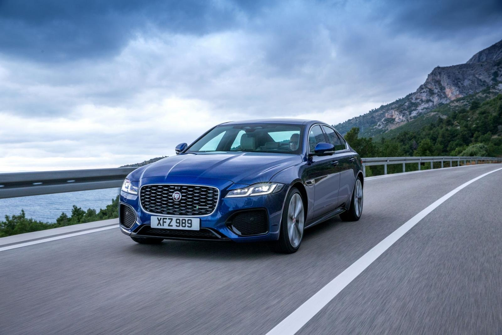 Xe ô tô Jaguar.