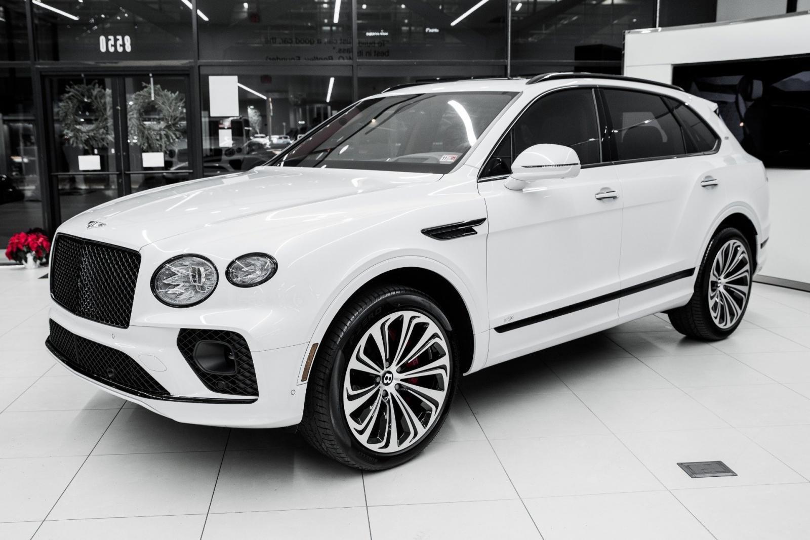 xe Bentley Bentayga màu trắng.