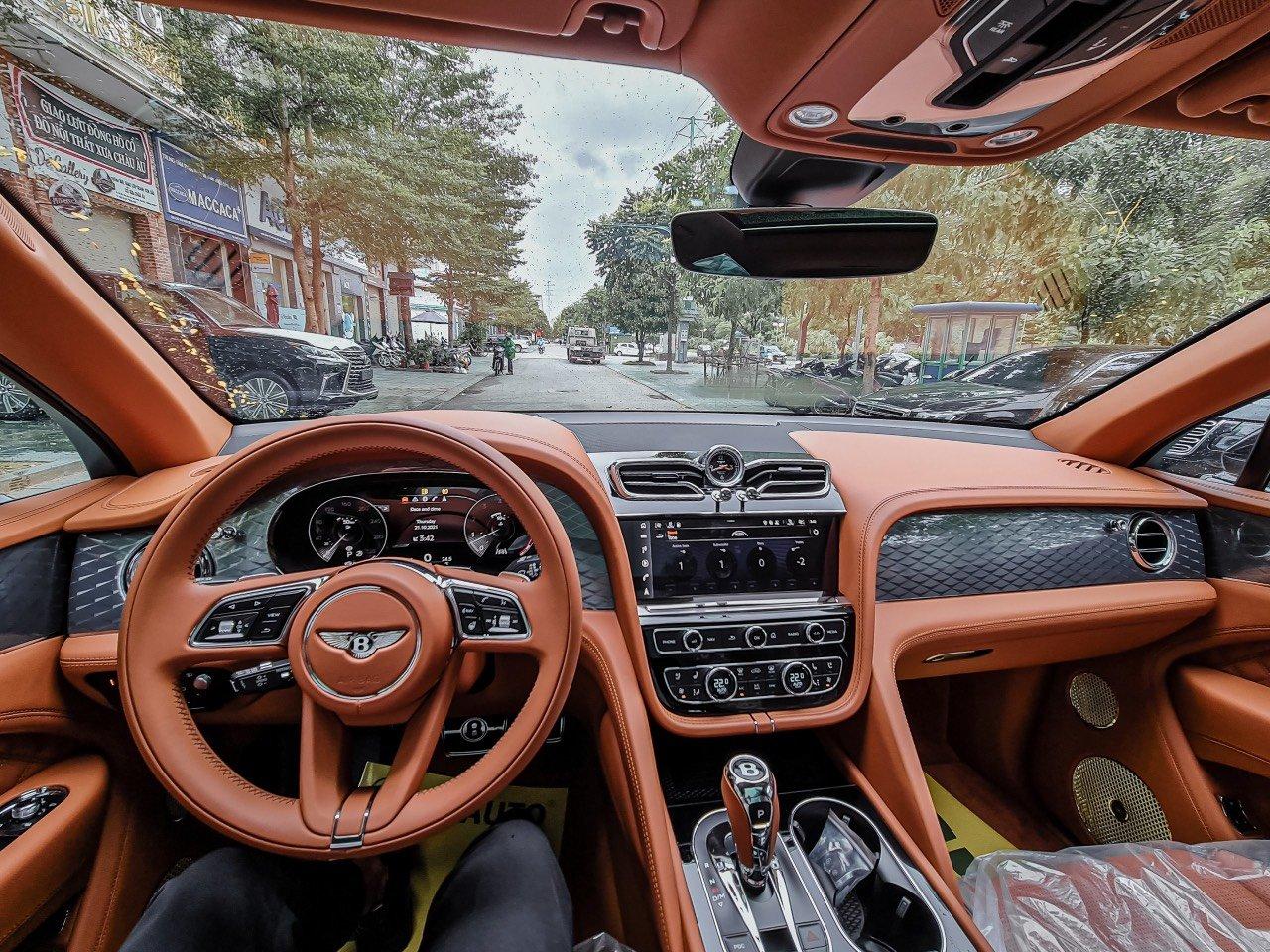 Bentley Bentayga1.