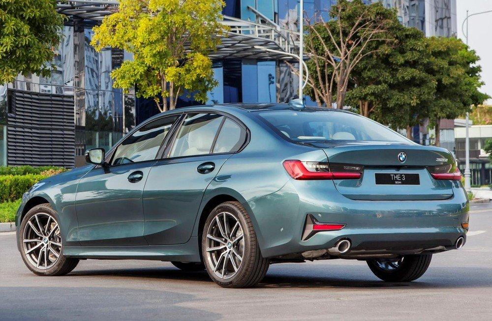 mua xe BMW 320i 2020.