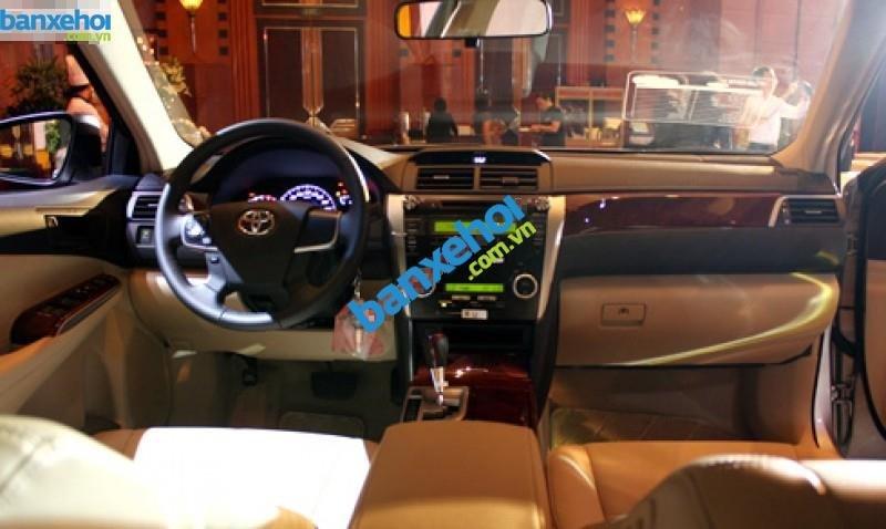 Xe Toyota Camry 2.0E 2014-9